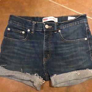 Levi's denim shorts size 28 (Y16)